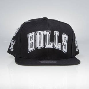 Mitchell & Ness snapback cap Chicago Bulls black 059VZ TEAM LOGO HISTORY