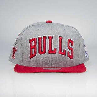 Mitchell & Ness snapback cap Chicago Bulls grey / red 059VZ TEAM LOGO HISTORY