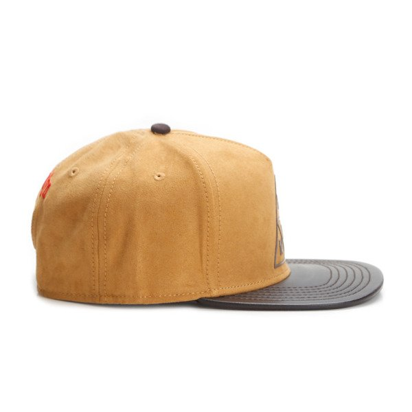 Cayler & Sons snapback Briangle Cap honey suede / dark brown WL-CAY-AW16-06