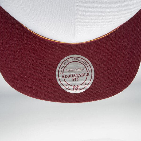 Mitchell & Ness cap snapback Cleveland Cavaliers white / burgundy Pacific Stripe Pinch Panel VU86Z