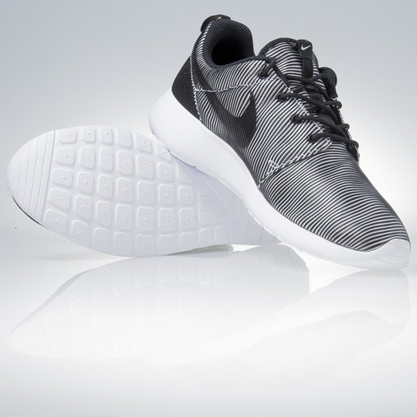 Nike Roshe One Prem Plus white / black (807611-100)