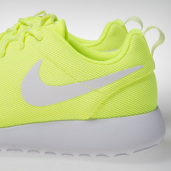 Nike WMNS Roshe One total volt / white-barely volt 844994-700