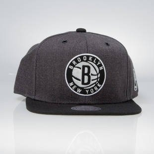 Czapka Mitchell & Ness snapback Brooklyn Nets charcoal / black EU944 G3 Logo
