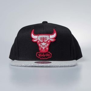 Czapka Mitchell & Ness snapback Chicago Bulls black Cracked Iridescent