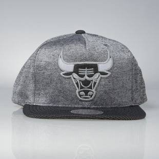Czapka Mitchell & Ness snapback Chicago Bulls black Space Knit PU Visor