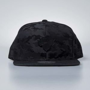 Czapka Mitchell & Ness snapback New York Knicks black camo Combat