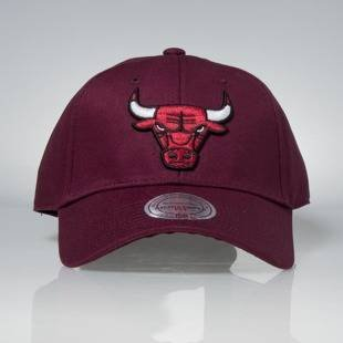 Czapka Mitchell & Ness strapback Chicago Bulls burgundy Team Logo Low Pro