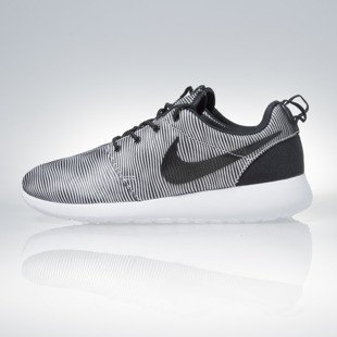 Sneakers buty Nike Roshe One Prem Plus white / black (807611-100)