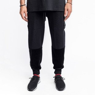 Spodnie dresowe Cayler & Sons BLACK LABEL CSBL Series Cargo Sweatpants black / black CSBL-HD16-AP-18