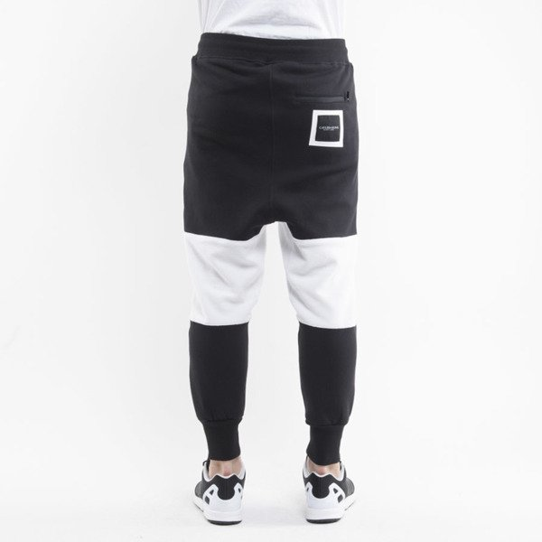 Cayler & Sons Black Label spodnie dresowe Tres Slick Low Crotch Sweatpants black / white BL-CAY-AW15-AP-26-01