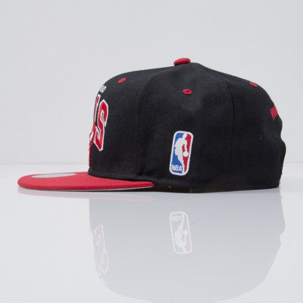 Mitchell & Ness czapka snapback Chicago Bulls black Team Arch NA80Z
