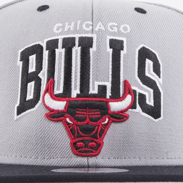 Mitchell & Ness czapka snapback Chicago Bulls grey Team Arch NA80Z