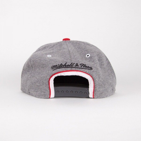 Mitchell & Ness czapka snapback Chicago Bulls grey Warm-UP