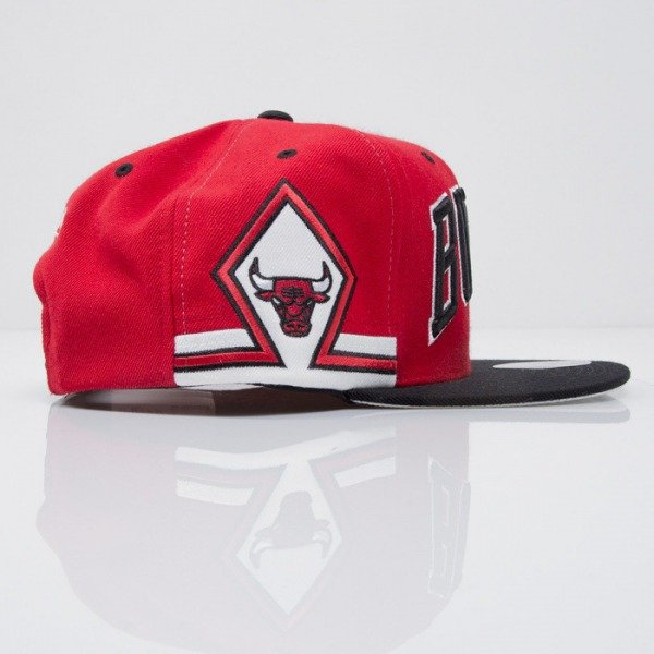 Mitchell & Ness czapka snapback Chicago Bulls red Team Short Jersey VF70Z