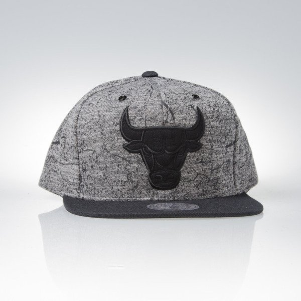 Mitchell & Ness czapka snapback Chicago Bulls white / black Grounded EU880