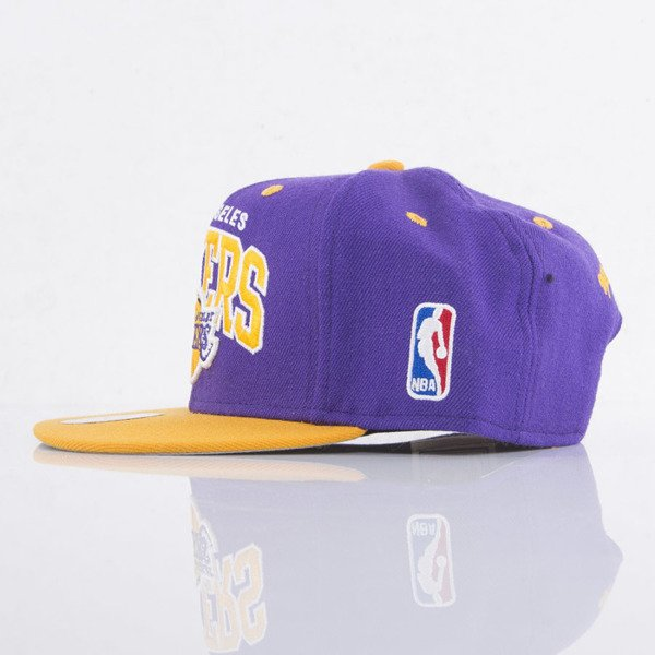 Mitchell & Ness czapka snapback Los Angeles Lakers purple / yellow Team Arch NA80Z