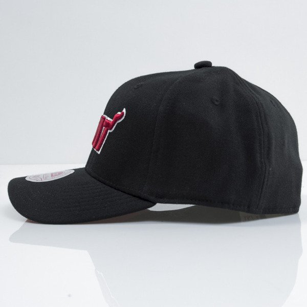 Mitchell & Ness czapka strech fit Miami Heat black Courtside EU384