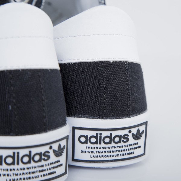 Sneakers buty Adidas CourtVantage black / white (S79302)