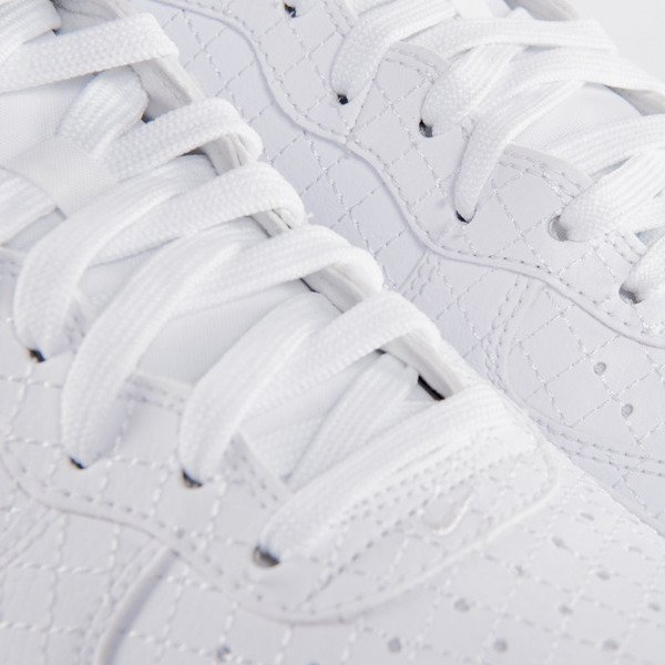 Sneakers buty Nike Air Force 1 '07LV8 white / white (804609-100)
