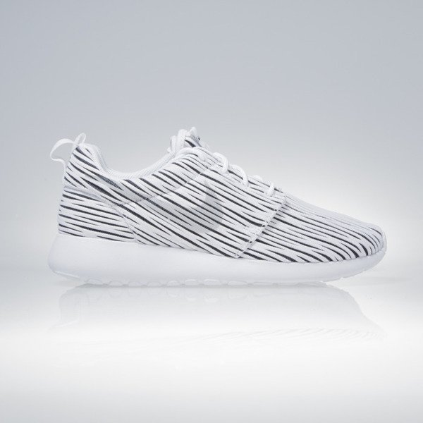 Sneakers buty Nike WMNS Roshe One Eng white / wolf grey-black (833818-100)