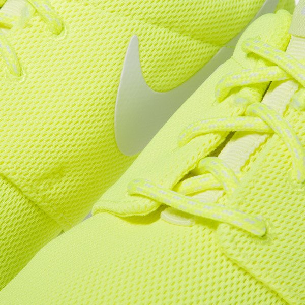 Sneakers buty Nike WMNS Roshe One volt / white-barely volt 844994-700