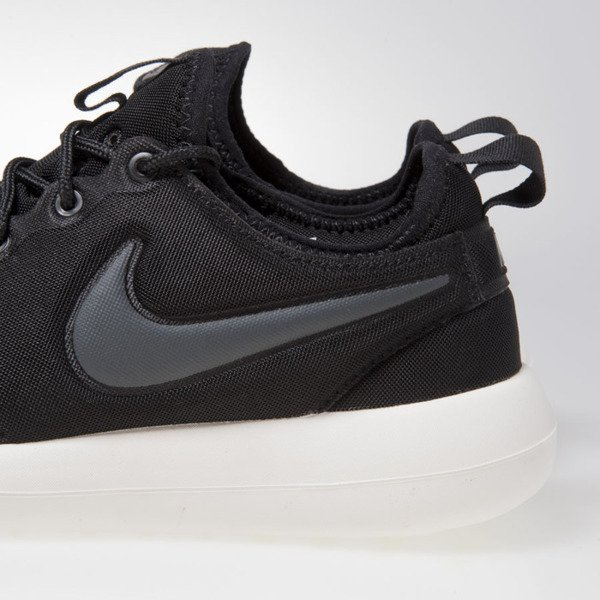 Sneakers buty Nike WMNS Roshe Two black (844931-002)