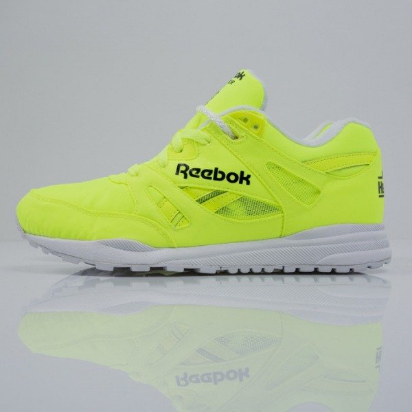 f2666accb6ab85 Sneakers Reebok Classic VENTILATOR DG solar yellow   white   black (M46607)