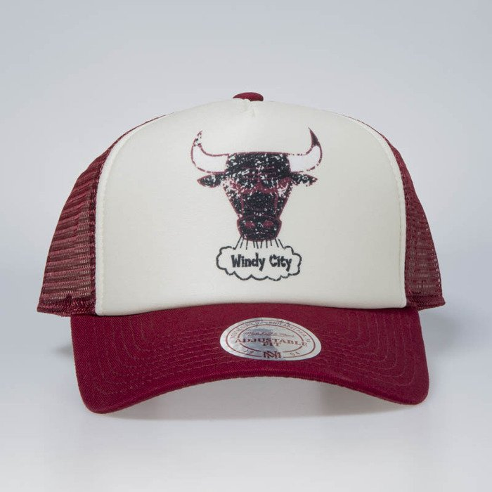 a5775349 ... Cap Mitchell & Ness snapback Chicago Bulls stone / burgundy The  Distressed Print P.P Trucker ...