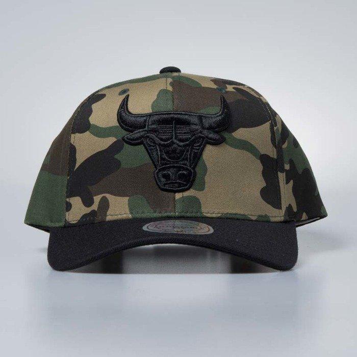 3406ab67282 ... Cap Mitchell   Ness snapback Chicago Bulls wwoodland camo   black Camo  Flexfit ...