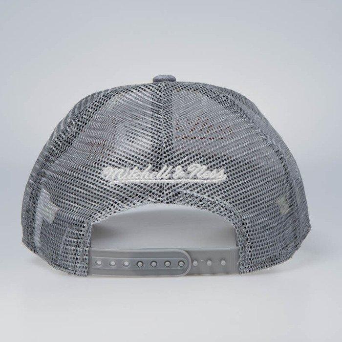 15105ddb6fd ... Cap Mitchell   Ness snapback New York Knicks stone   charcoal The  Distressed Print P.P Trucker ...