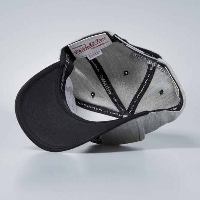 new product 90ea3 96f97 Cap Mitchell   Ness snapback Toronto Raptors grey   black Team Logo 2-Tone  ...