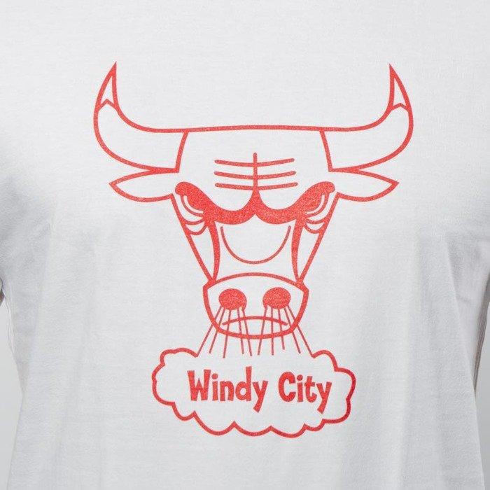 Mitchell   Ness Chicago Bulls T-shirt white Bulls Windy City Logo ... f5ae76f8f8a8