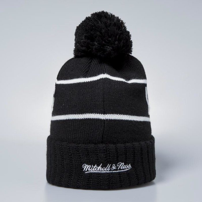 93e512e6640 ... Mitchell   Ness Los Angeles Lakers Beanie black   white Glow In The  Dark Pom ...