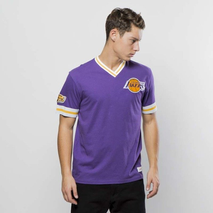 best value f63b3 2be58 ... Mitchell   Ness Los Angeles Lakers T-shirt purple Overtime Win Vintage  Tee ...