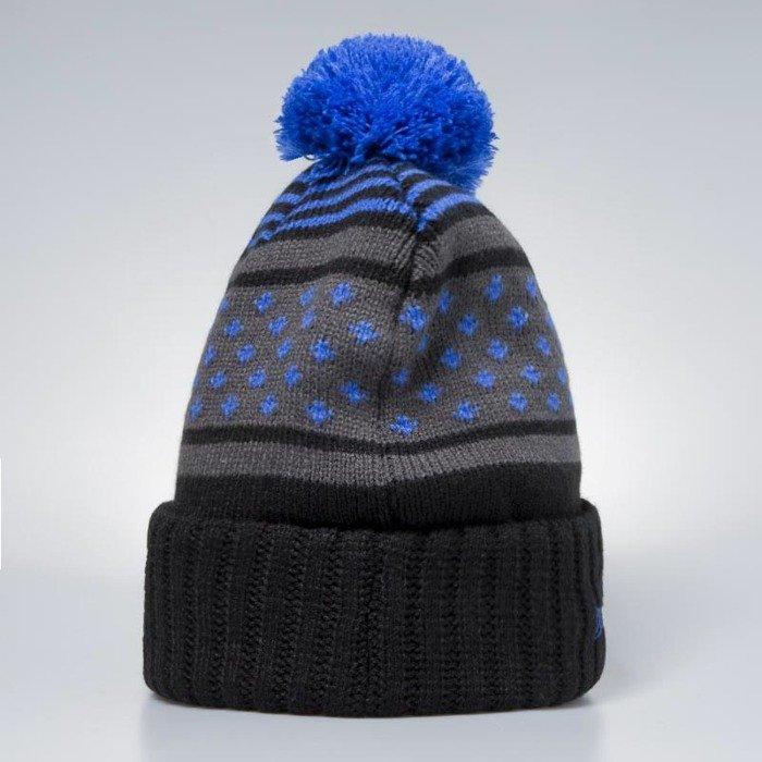 21a2577e969f8 Mitchell   Ness New York Knicks Beanie black   blue Highlands 2.0 Pom ...