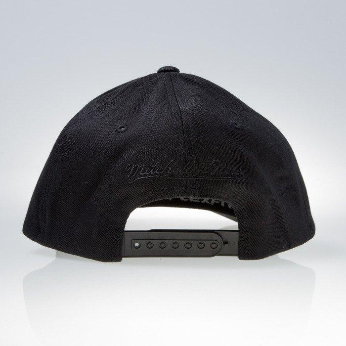 258eb6bc ... Mitchell & Ness cap snapback Chicago Bulls black 110 EU889 ...
