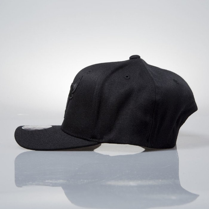 ... FLEXFIT 110  Mitchell   Ness cap snapback Chicago Bulls black EU889  FLEXFIT ... 8d64f66b5066