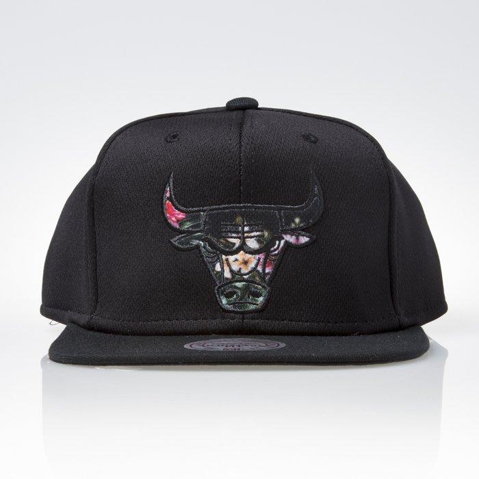 5aeacacf0e2 Mitchell   Ness cap snapback Chicago Bulls black FLORAL INFILL EU884 ...