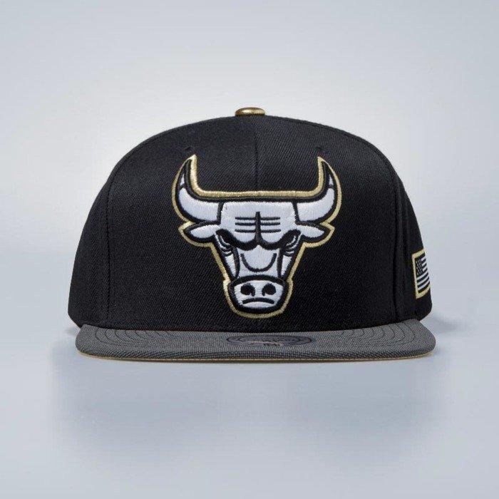 Mitchell   Ness cap snapback Chicago Bulls black Gold Tip  0a0089e4210d