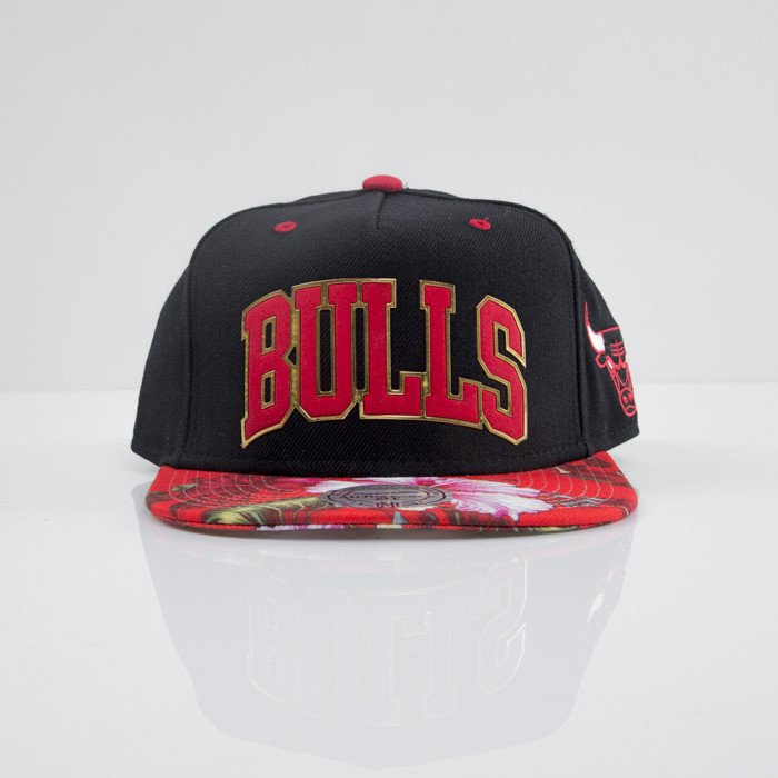 89253b8fed6 Mitchell   Ness cap snapback Chicago Bulls black Tropical Team Colour Visor  Sonic EU663