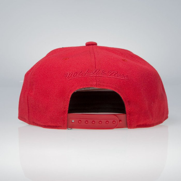 ab7723520ee ... Mitchell   Ness cap snapback Chicago Bulls red Lux Arch EU942 ...