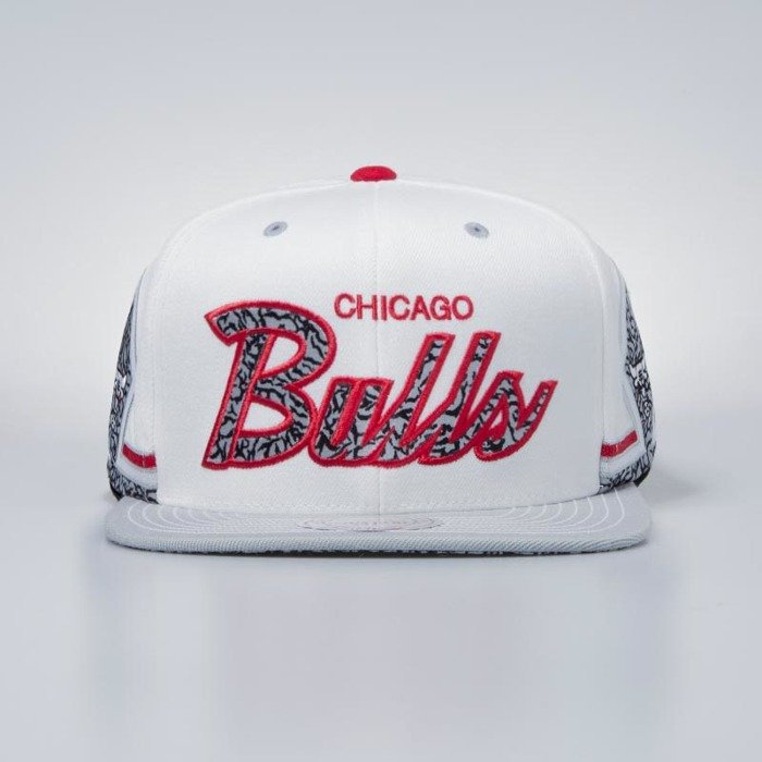 433171d84aa Mitchell   Ness cap snapback Chicago Bulls white Katrina 3 ...
