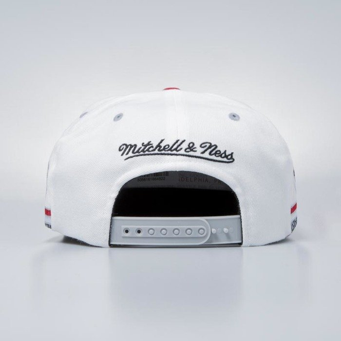 26b64123619 ... Katrina 3  Mitchell   Ness cap snapback Chicago Bulls white Katrina ...