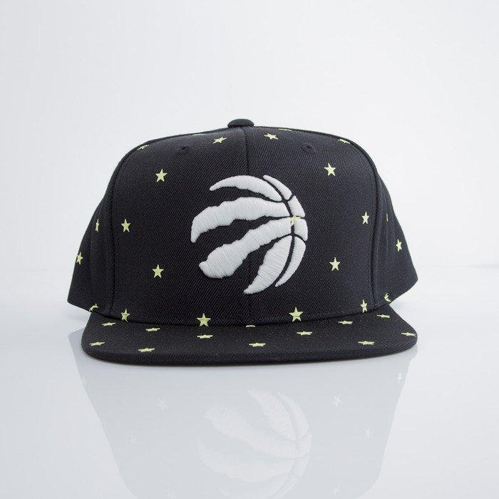 86b51ede7da ... Mitchell & Ness cap snapback Toronto Raptors black GITD Starry Night  VU42Z ...