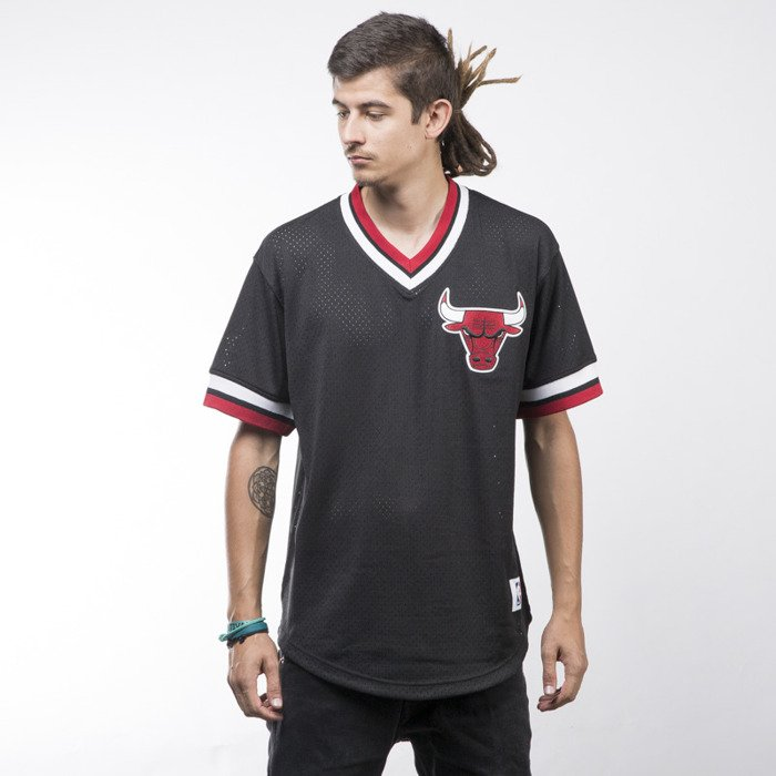 1107de13384 ... Mitchell   Ness jersey Chicago Bulls black Mesh V- ...