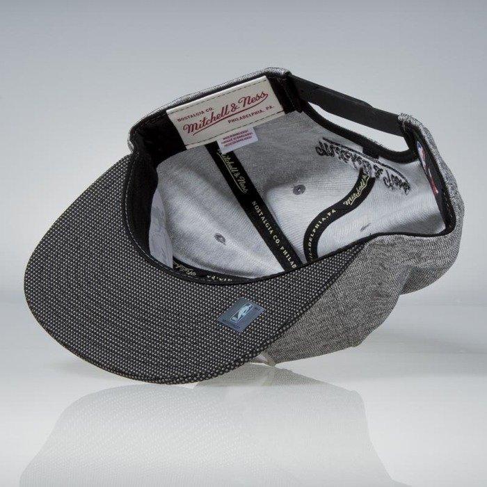 hot sale online 620ea 7d959 Mitchell   Ness snapback Chicago Bulls black Space Knit PU Visor ...
