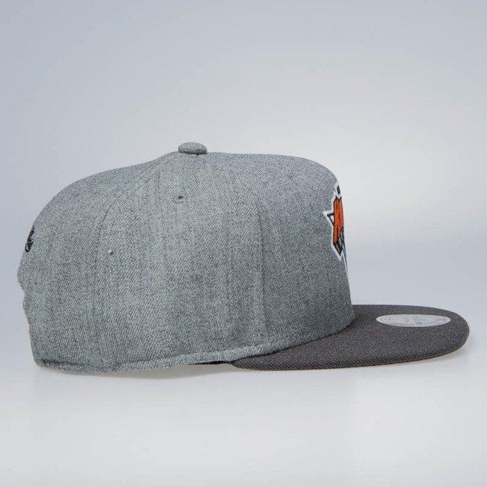 8890fcc598e ... Mitchell   Ness snapback New York Knicks grey   charcoal Heather  Reflective ...