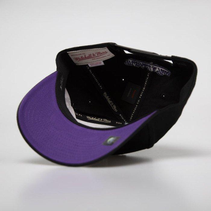 32184127f9afc Mitchell   Ness snapback Toronto Raptors black HWC 110 Snapback ...