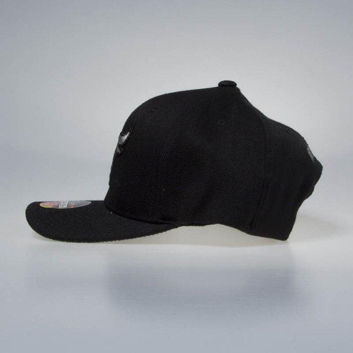 c0e017d455126 ... Mitchell   Ness snapback cap Chicago Bulls black Melange Logo 110 ...