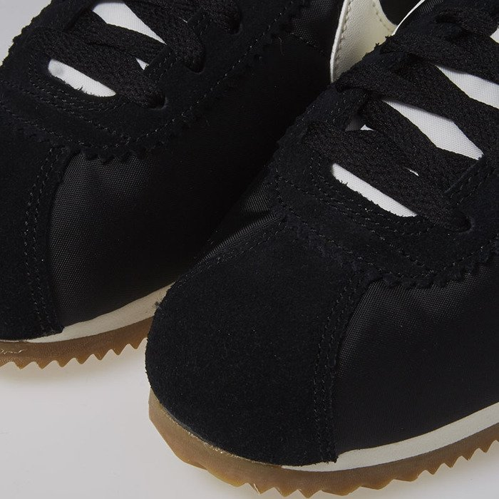 innovative design 479a7 5b457 ... Nike Classic Cortez Nylon Premium black   sail - gum light brown 876873- 002 ...